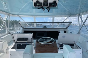 74' Viking Convertible 2005 Helm Station