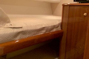 74' Viking Convertible 2005 Starboard Guest Stateroom