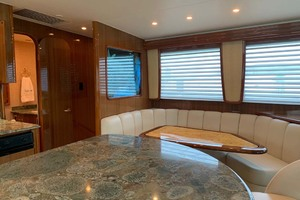 74' Viking Convertible 2005 Dinette