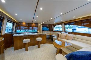66' Viking Convertible 2014 Salon