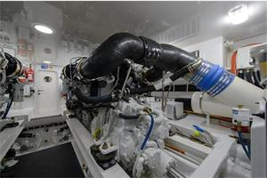 66' Viking Convertible 2014 Engine Room