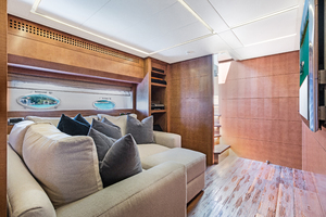 82' Pershing  2015 Lower Salon