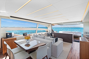 82' Pershing  2015 Salon
