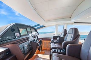 82' Pershing  2015 Inside Helm