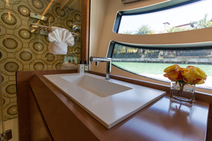 81' Pershing  2015 Guest Head