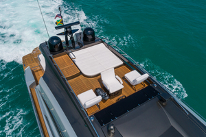82' Pershing  2015 Flybridge