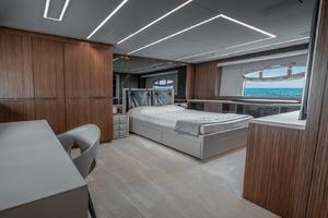 108' Pershing  2018 Master Cabin