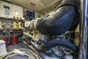 80' Lazzara Skylounge 2002 Engine Room