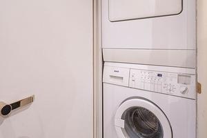 50' Lazzara Skylounge 2001 Crew Washer / Dryer