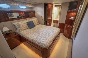 50' Lazzara Skylounge 2001 Port Guest VIP Stateroom