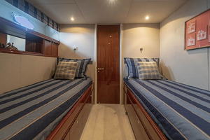 80' Lazzara Skylounge 2002 Starboard Guest Twin Berth Stateroom