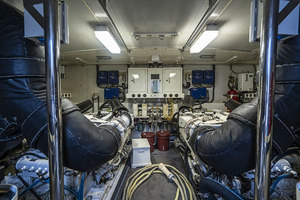 50' Lazzara Skylounge 2001 Rear Full Beam Engine Room