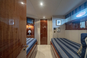 80' Lazzara Skylounge 2002 Starboard Twin Berth Guest Stateroom