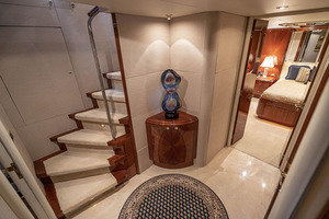 50' Lazzara Skylounge 2001 Owner / Guest Stateroom