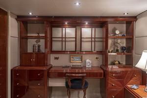80' Lazzara Skylounge 2002 Master Stateroom Desk / Vanity