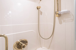 50' Lazzara Skylounge 2001 Port Guest VIP Shower