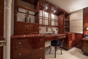50' Lazzara Skylounge 2001 Master Stateroom Desk / Vanity