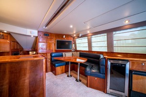 51' Riviera Convertible 2005 7 Salon Regrigerator