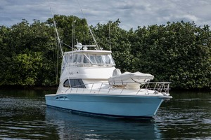 51' Riviera Convertible 2005 45 Starboard Bow View