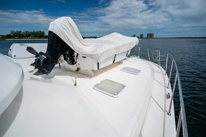 51' Riviera Convertible 2005 25 Foredeck