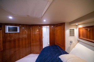 51' Riviera Convertible 2005 19 Guest Forward Berth
