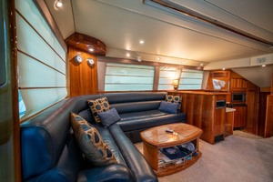 51' Riviera Convertible 2005 4 Salon Settee To Port