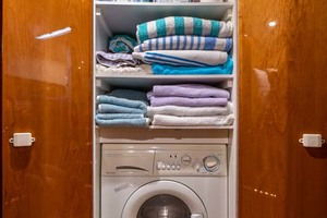 51' Riviera Convertible 2005 13 Laundry