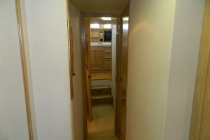 46' Post Sport Fisherman 1994 Hallway To Salon