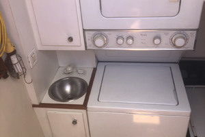 ' Pacific Mariner Pilothouse 2000 Laundry Center
