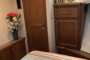 65' Pacific Mariner Pilothouse 2000 Forward VIP Stateroom
