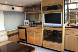 65' Pacific Mariner Pilothouse 2000 Main Salon
