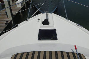 65' Pacific Mariner Pilothouse 2000 Foredeck