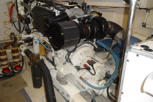 ' Pacific Mariner Pilothouse 2000 Starboard Engine
