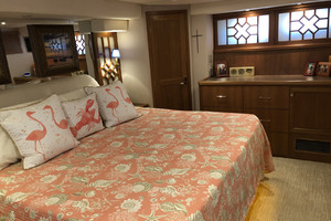 65' Pacific Mariner Pilothouse 2000 Master Stateroom