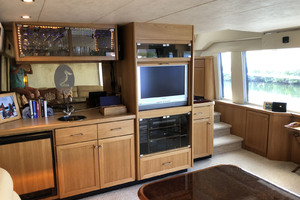 65' Pacific Mariner Pilothouse 2000 Main Salon Bar / Entertainment Center