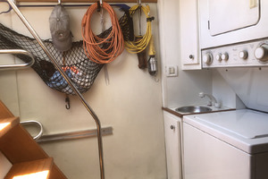 ' Pacific Mariner Pilothouse 2000 Aft Crew / Laundry Center