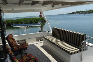 ' Pacific Mariner Pilothouse 2000 Aft Deck Settee / Crew Access