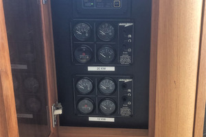 ' Pacific Mariner Pilothouse 2000 Generators Remote Start / Stop Controls