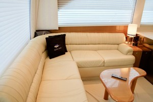 55' Viking 55 Convertible 2001 24 Settee To Stbd