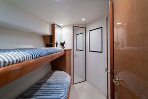 55' Viking 55 Convertible 2001 Guest Stateroom