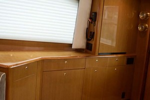 55' Viking 55 Convertible 2001 25 Salon