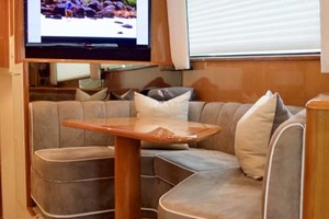 55' Viking 55 Convertible 2001 27 DInette, TV