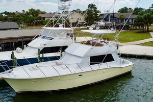 50' Hatteras 50 Convertible 1982 30 Port Bow Qtr   Docked