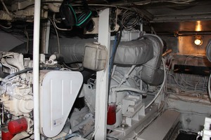 50' Hatteras 50 Convertible 1982 25 Engine Room