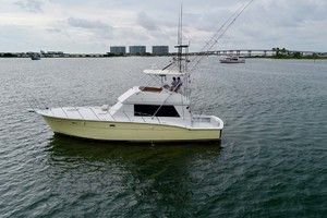 50' Hatteras 50 Convertible 1982 5 Port   In Water