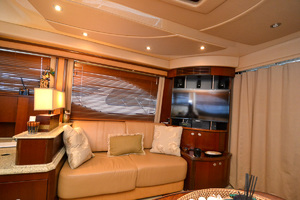 50' Sea Ray 500 Sedan Bridge 2005 Sofa