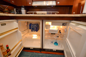 50' Sea Ray 500 Sedan Bridge 2005 Fridge & Freezer