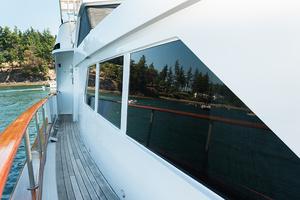 92' Motor Yacht Ortona Navi 1989 Side Deck