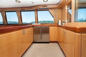 92' Motor Yacht Ortona Navi 1989 Salon Serving Area