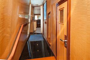 92' Motor Yacht Ortona Navi 1989 Hallway